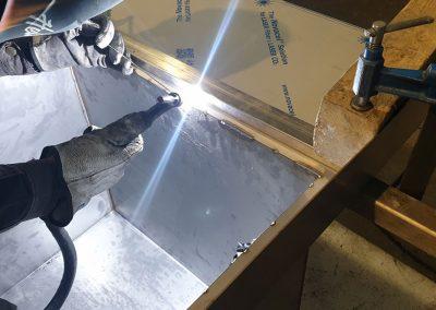Fregaderos y campanas de acero inoxidable para cocinas industriales